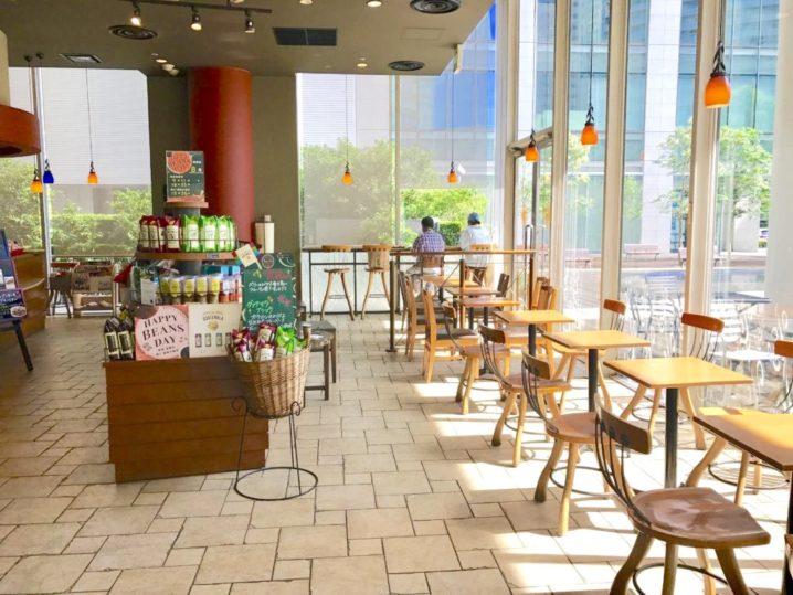Wi Fiと電源コンセントを備えた開放感のあるカフェ タリーズコーヒー